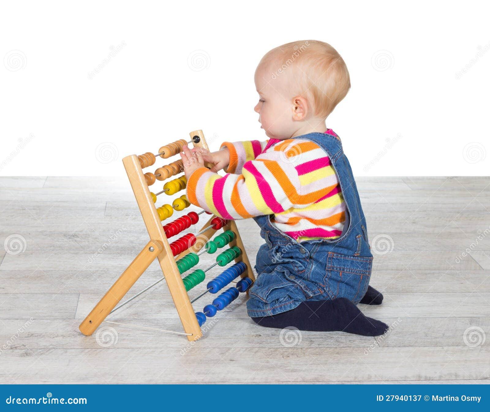 Nettes Baby, Das Mit Einem Abakus Spielt Stockbild - Bild von ...