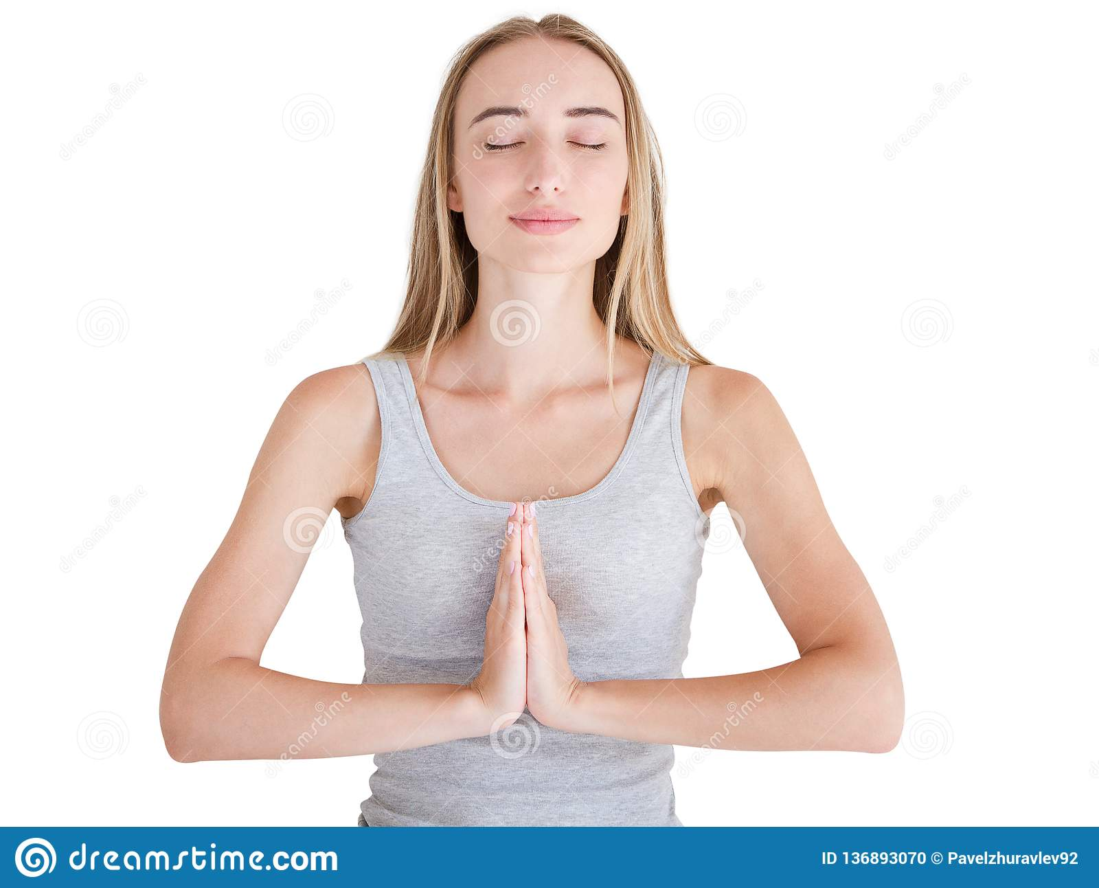 Nettes Frauenhändchenhalten im namaste oder in Gebet, Augen halten geschlossen beim Üben von Yoga und zu Hause meditieren allein