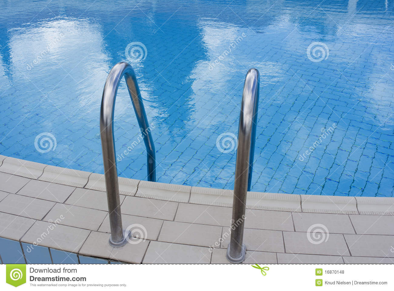 Nettes Schwimmbad