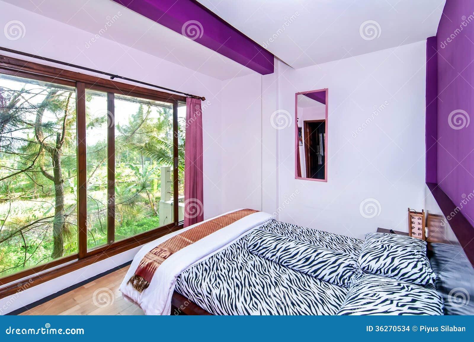 Nettes Und Kühles Schlafzimmer Stockfoto - Bild von zeitgenössisch ...