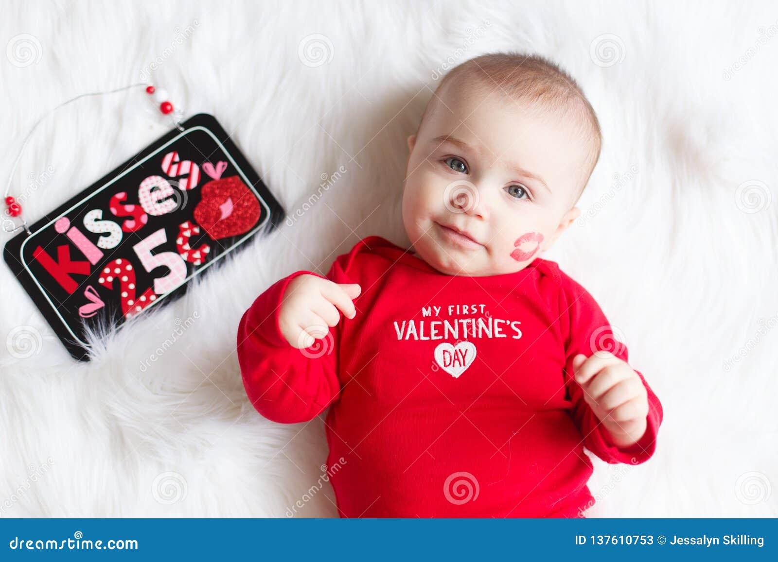 Nettes Valentinstagbaby