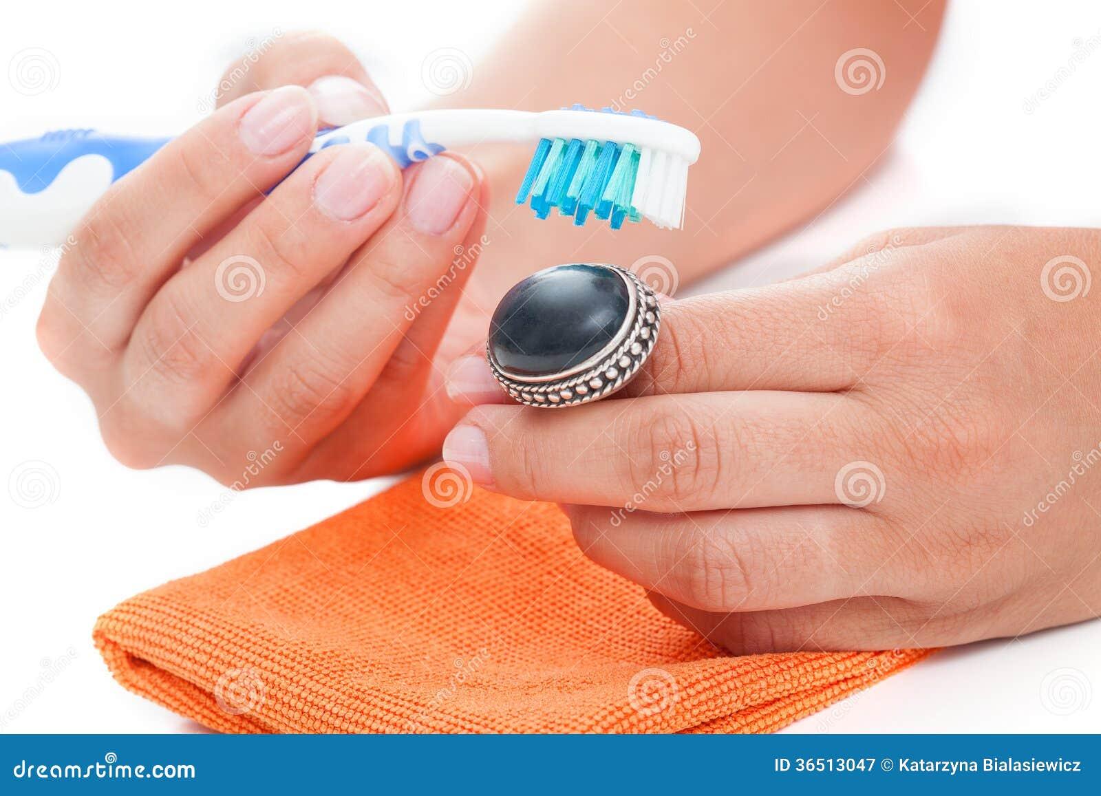 Nettoyage d anneau de vintage