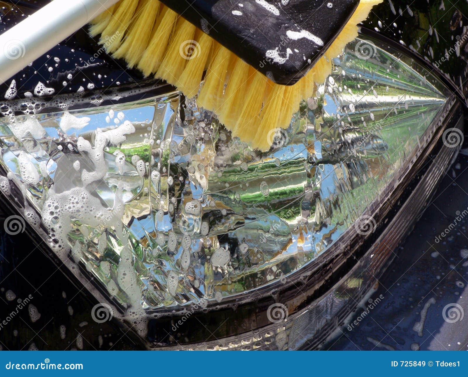 Nettoyage de phare de jour de lavage de voiture