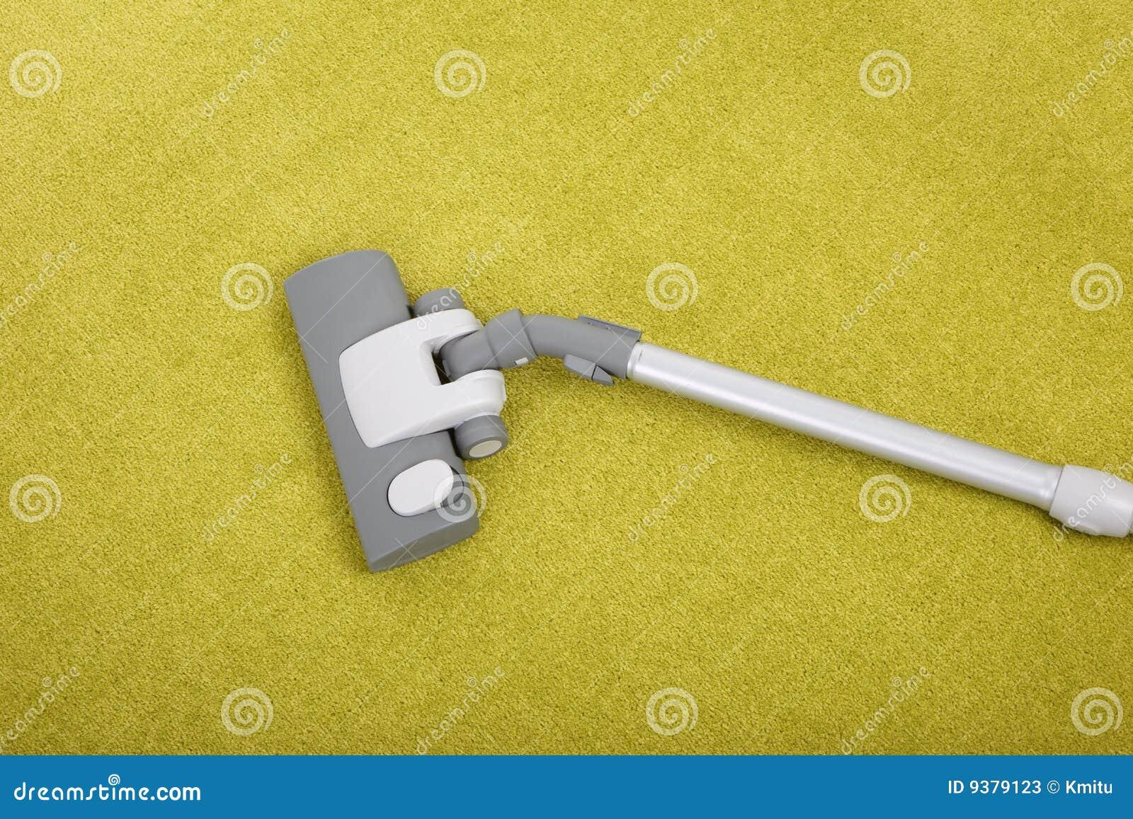 nettoyage de tapis avec un aspirateur image stock image du aspirateur personne 9379123. Black Bedroom Furniture Sets. Home Design Ideas