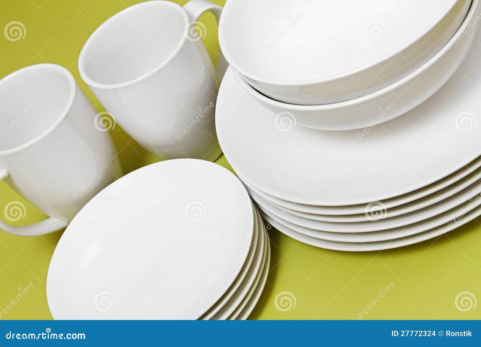 Nettoyez les cuvettes et les cuvettes de plaques sur le vert