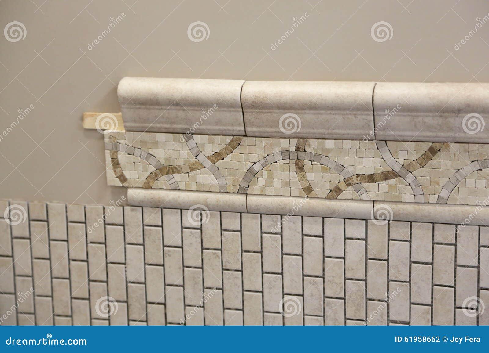 Neue Badezimmer-Fliesen-Installation Stockfoto - Bild von keramisch ...