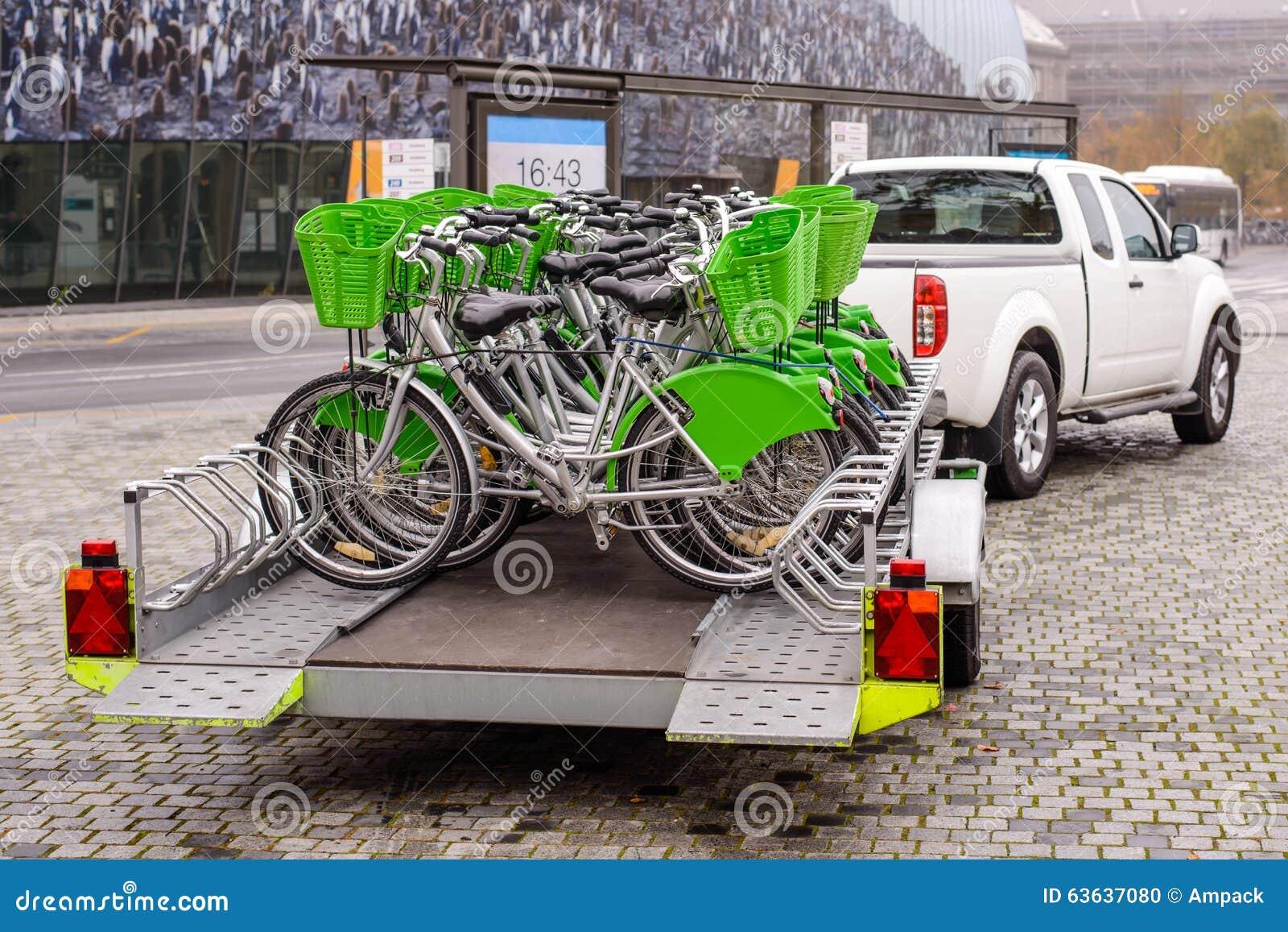 neue fahrr der die auf einen anh nger transportiert. Black Bedroom Furniture Sets. Home Design Ideas