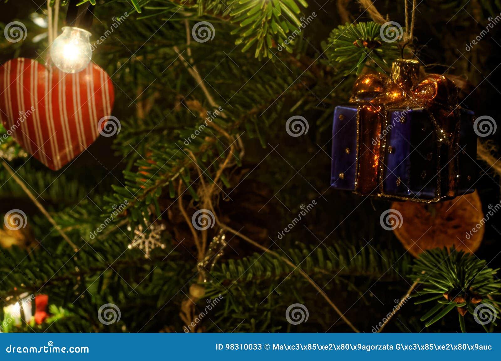 Hervorragend Neue Ideen, Das Haus Zu Verzieren Dieses Weihnachten Rotes Herz, Das An  Weihnachtsbaum Hängt