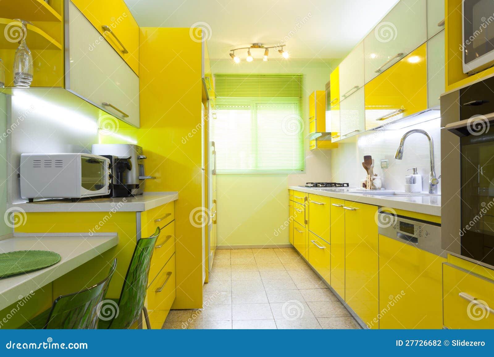 Neue Küche in einem modernen Haus