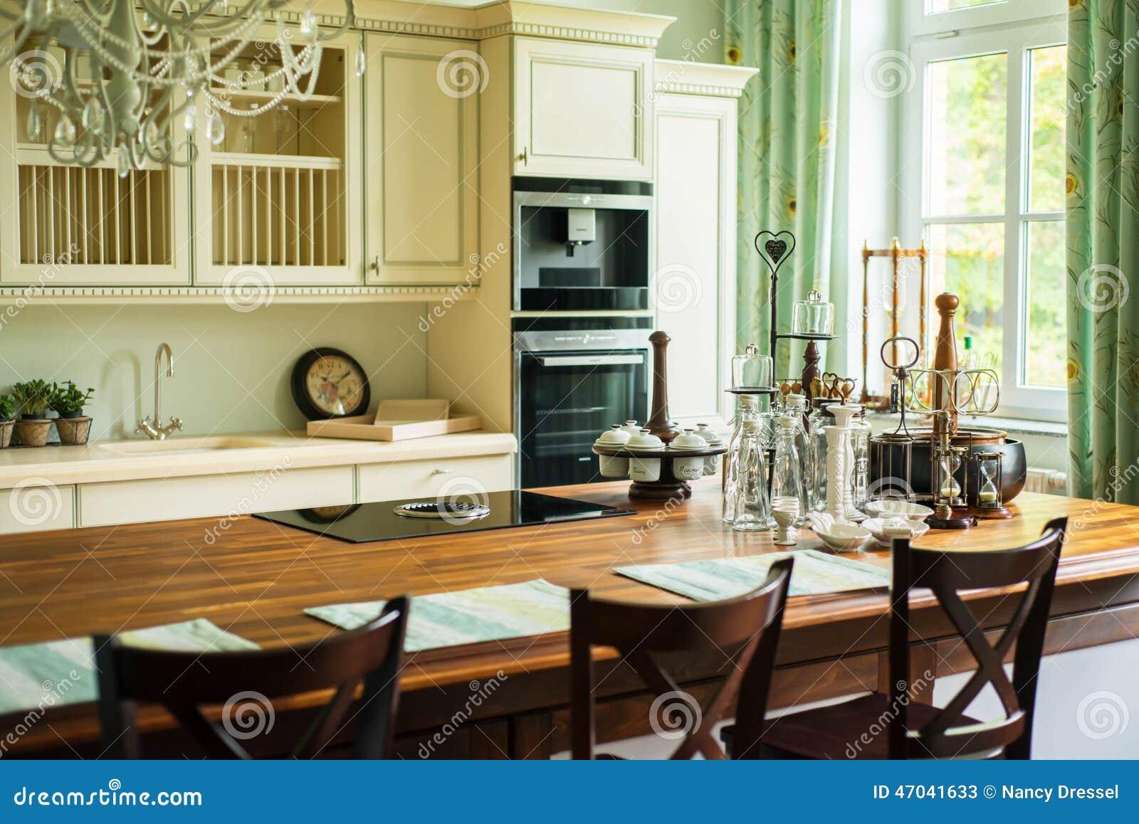 Neue Moderne Küche In Im Altem Stil Stockbild - Bild von ...