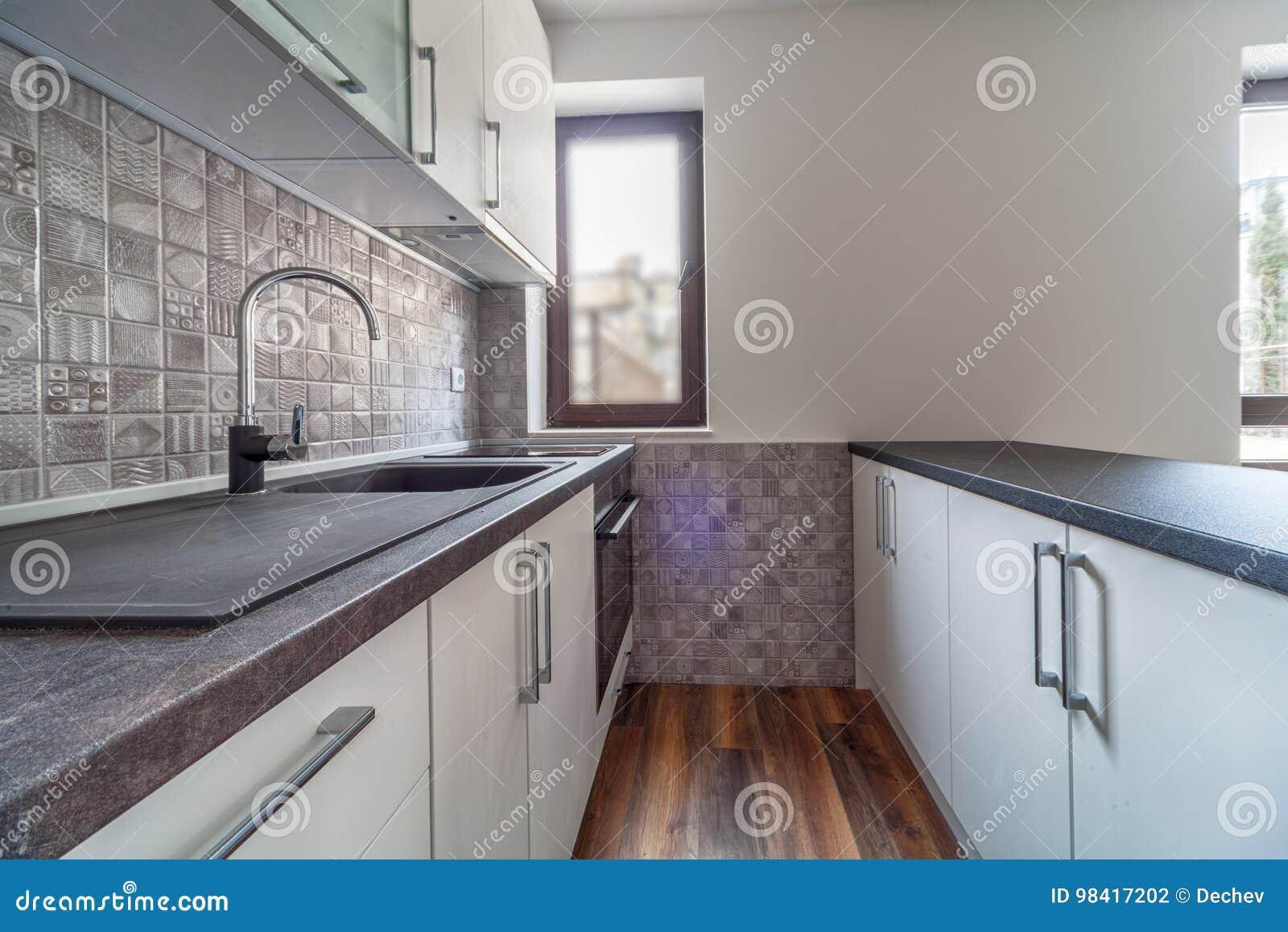 Fußboden Für Weiße Küche ~ Neue moderne und leere weiße küche neues haus innenphotographie