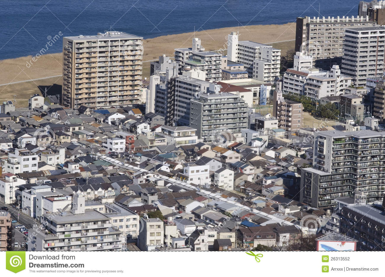 neue und alte japanische huser redaktionelles stockfotografie - Japanische Huser