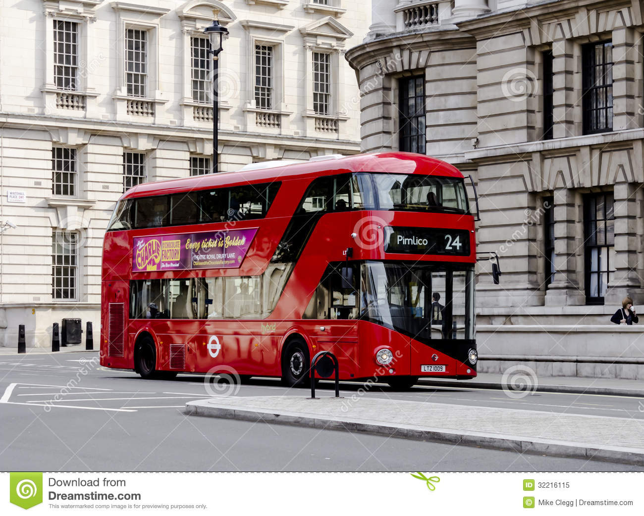 neuer london bus redaktionelles bild bild 32216115. Black Bedroom Furniture Sets. Home Design Ideas