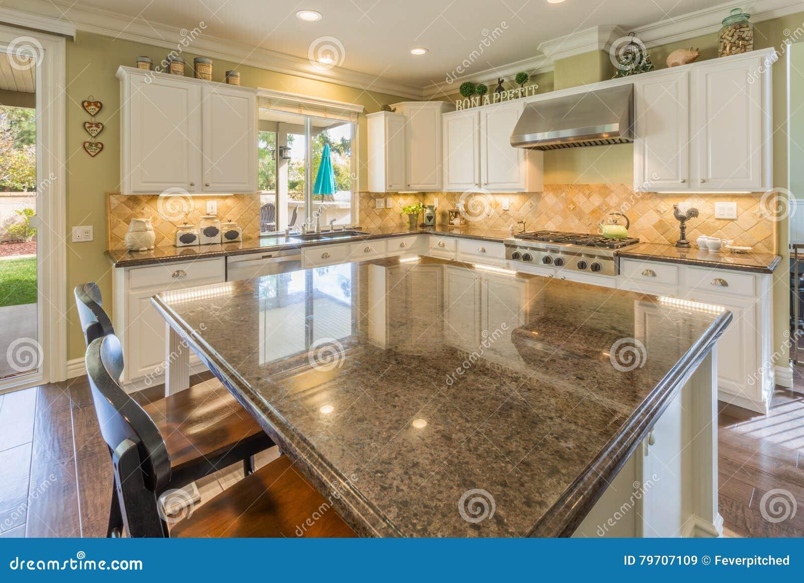 Neuer Moderner Schöner Kundenspezifischer Küchen-Innenraum Stockbild ...