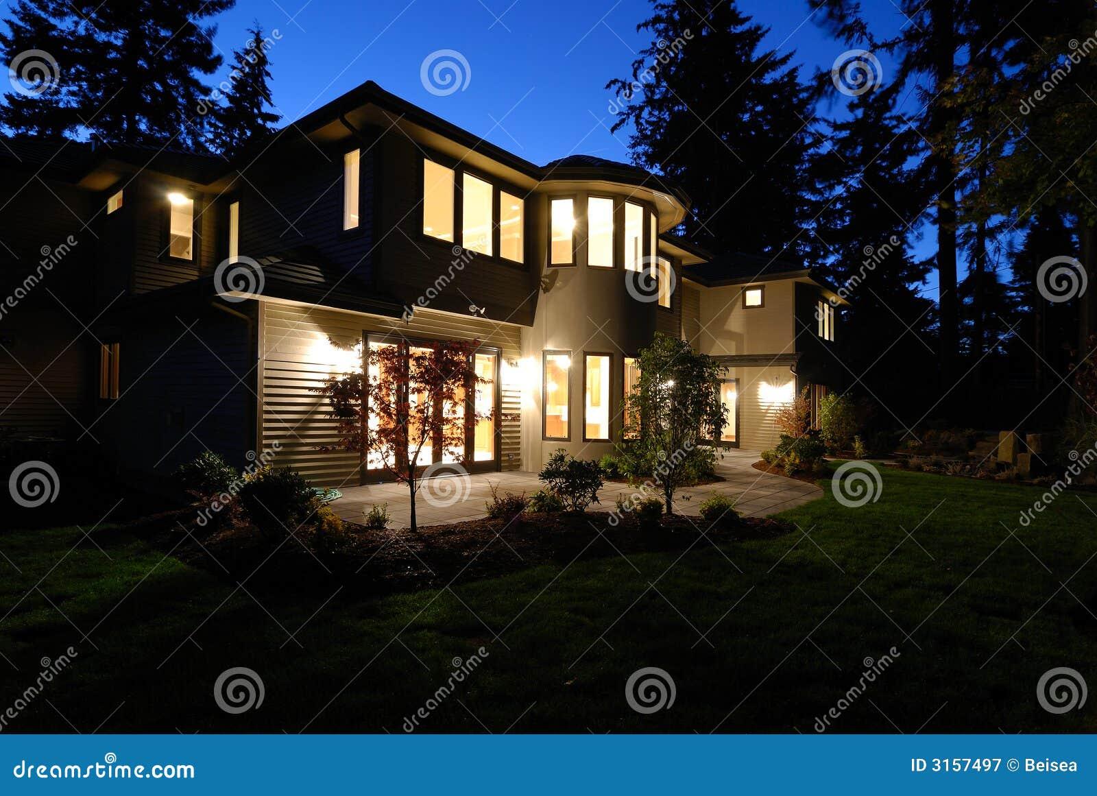 Neues Haus nachts stockbild. Bild von innen, finanzierung - 3157497