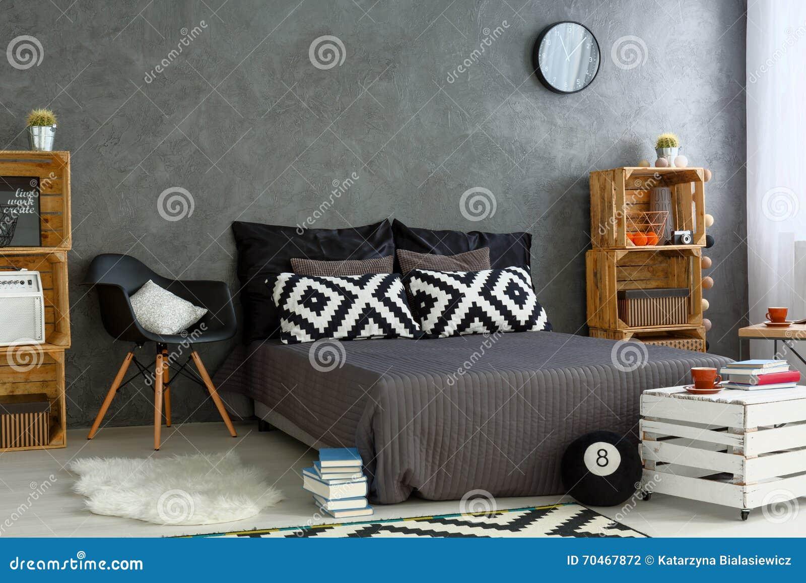 Neues Schlafzimmer Mit Kreativem Diy Mobel Stockfoto Bild Von