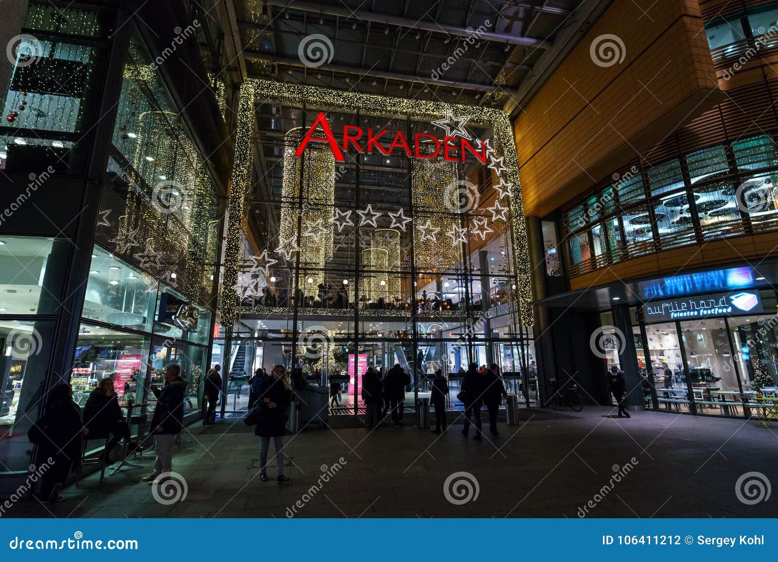 Moderne Weihnachtsbeleuchtung.Neues Und Modernes Einkaufszentrum Arkaden Bei Potsdamer Platz