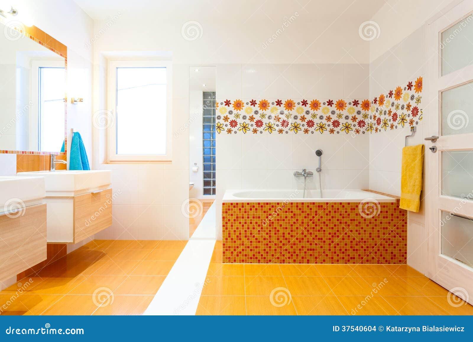 neues zeitgen ssisches badezimmer mit orange fliesen stockbilder bild 37540604. Black Bedroom Furniture Sets. Home Design Ideas