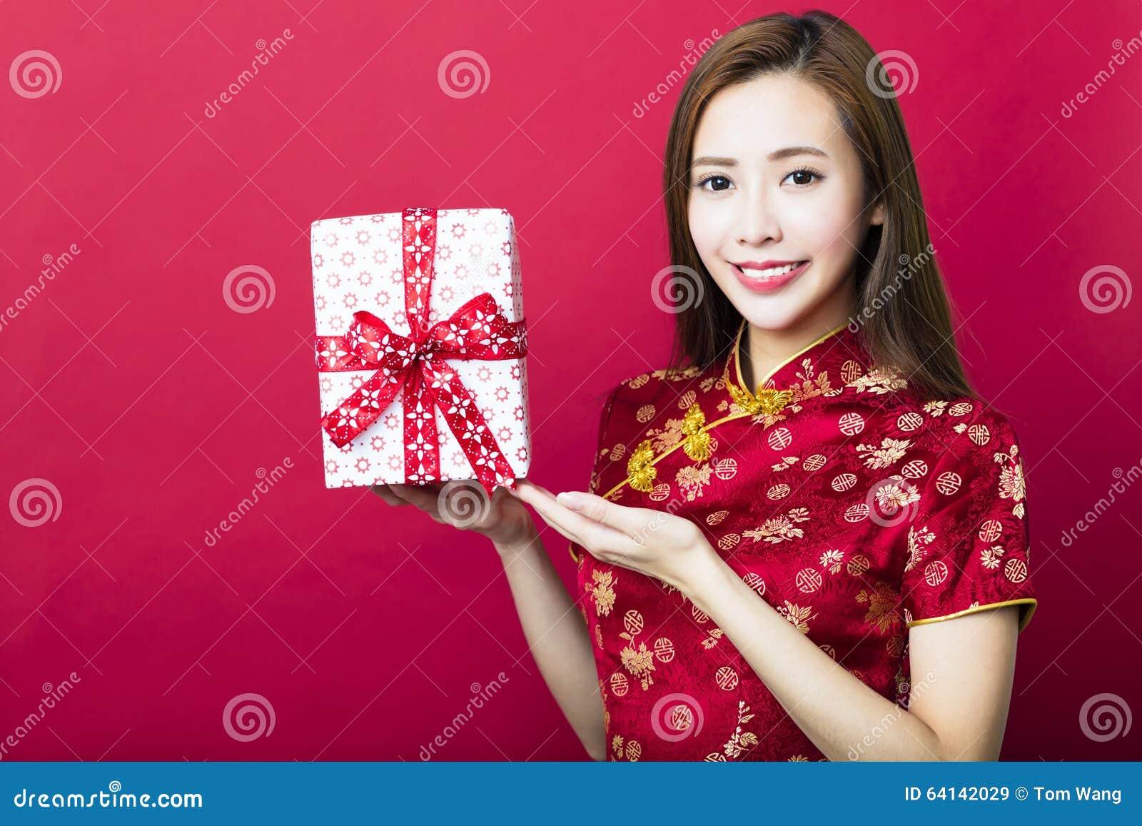 An neuf chinois heureux Cadre de cadeau de fixation de jeune femme
