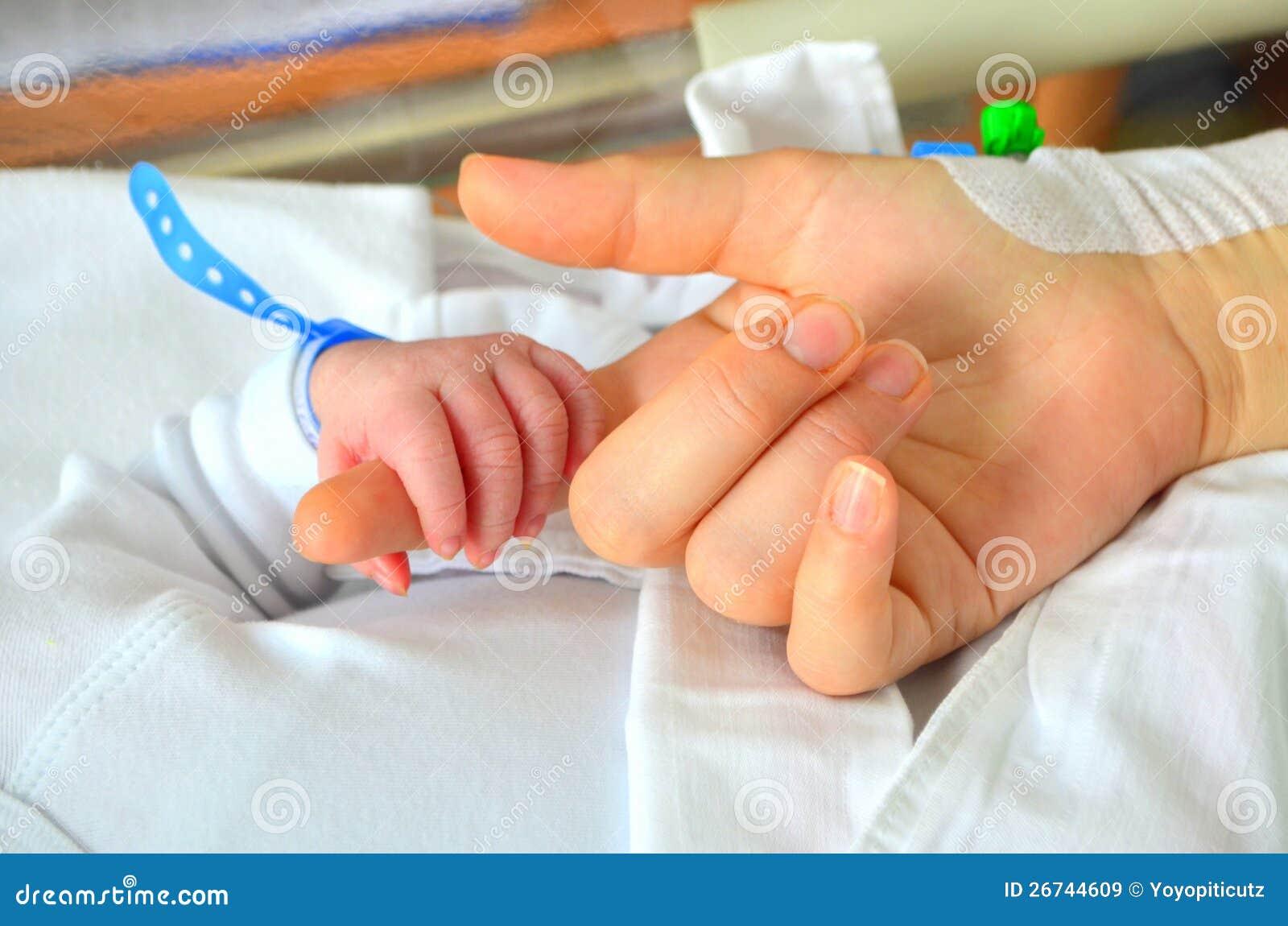 Neugeborene Schätzchenhand