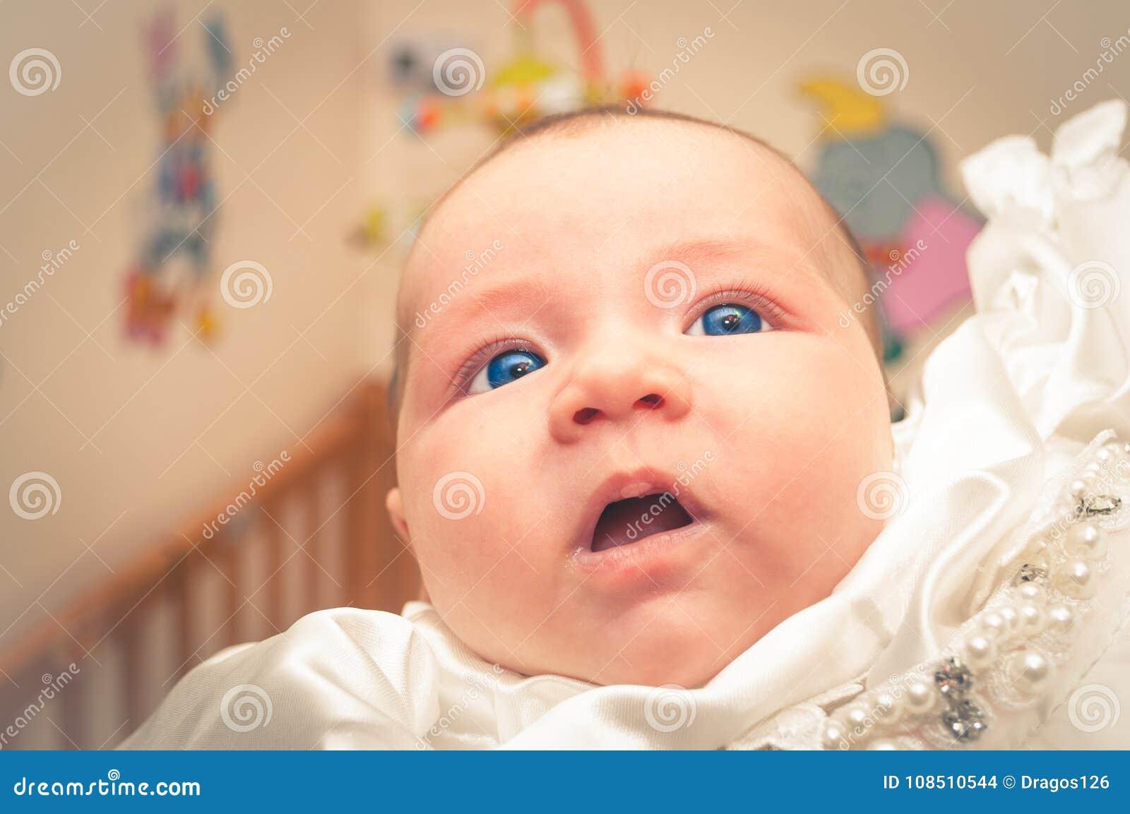Baby Reibt Sich Augen