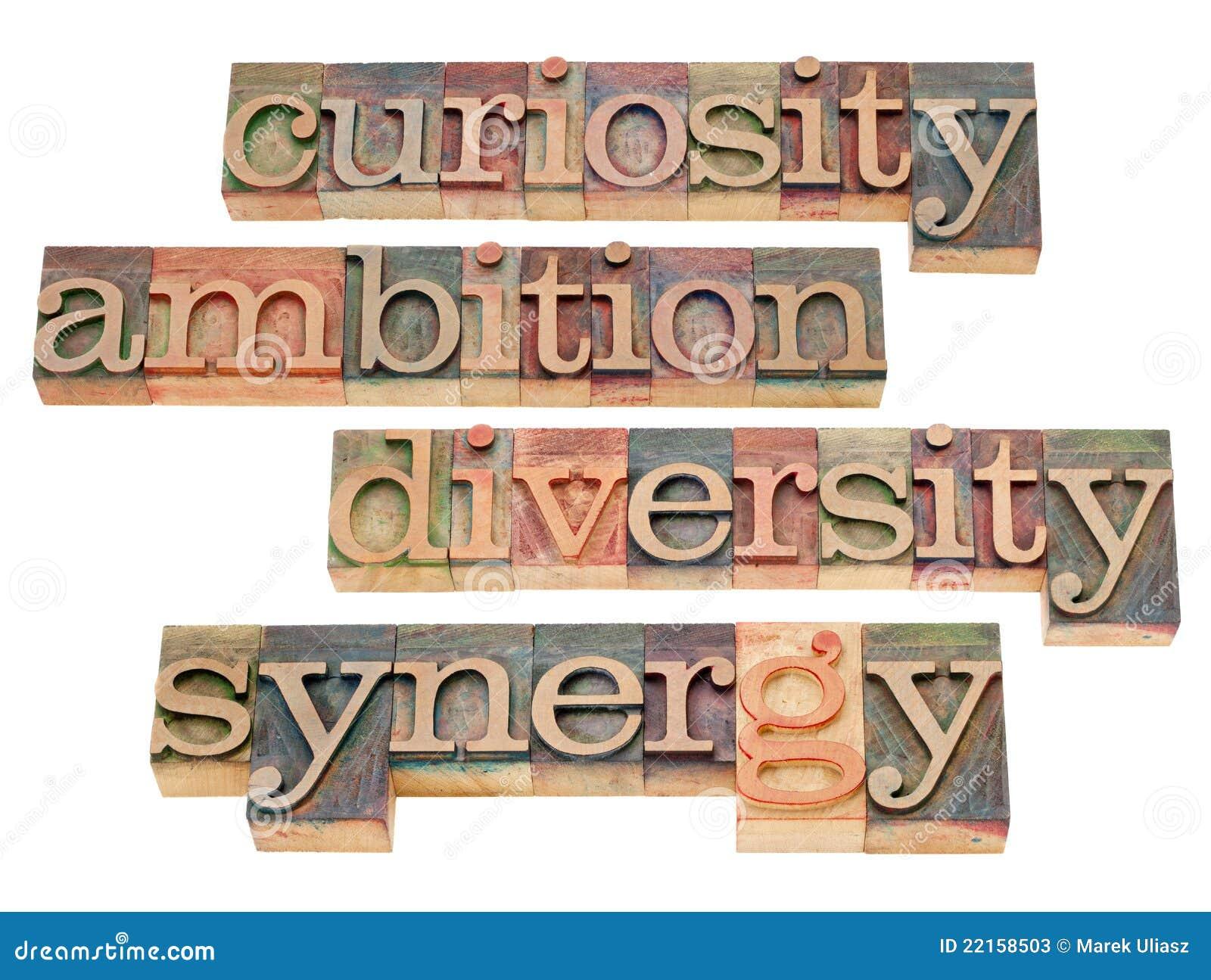 Neugier, Ehrgeiz, Verschiedenartigkeit und Synergie