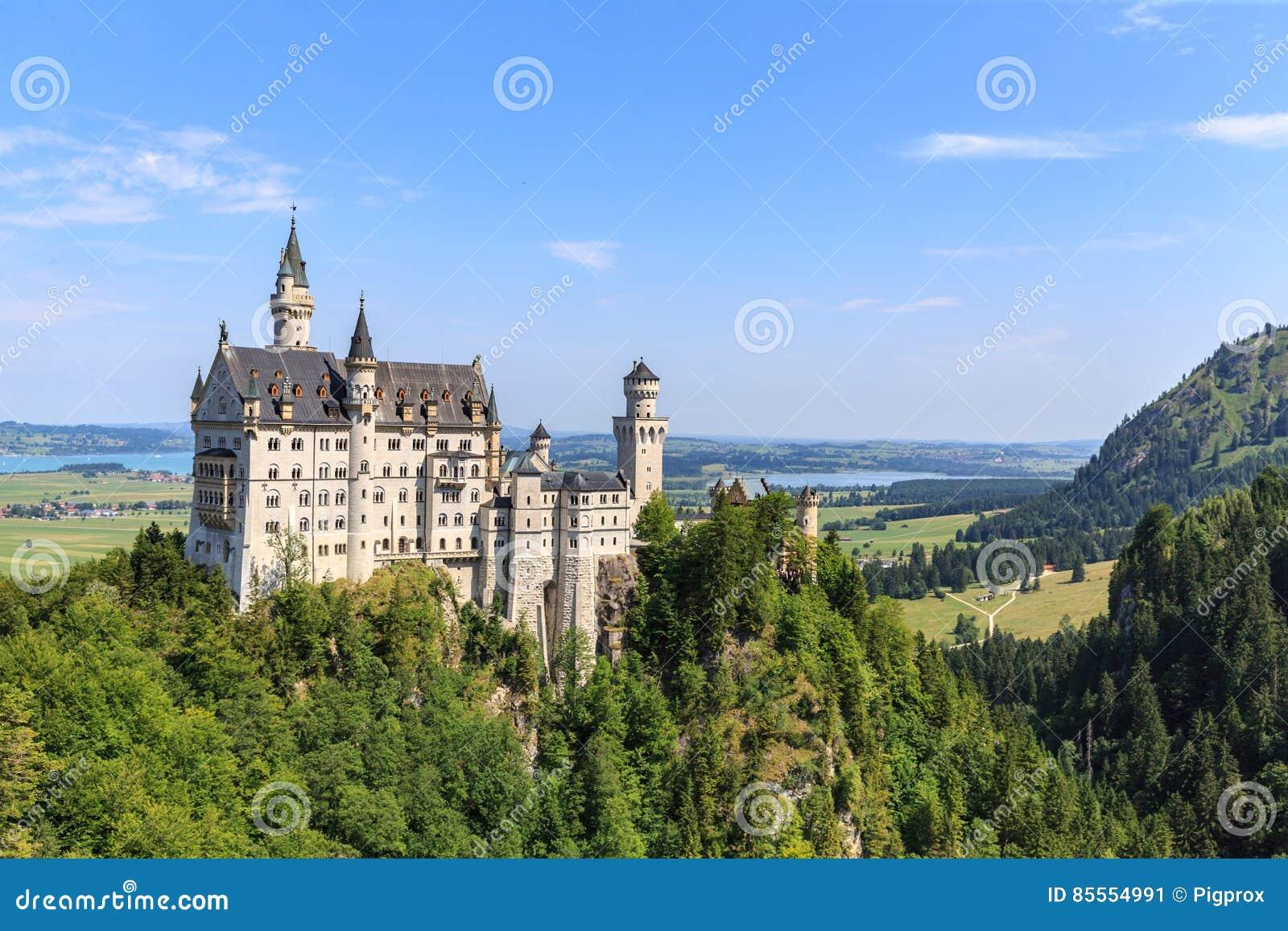 Neuschwanstein-Schloss in den bayerischen Alpen