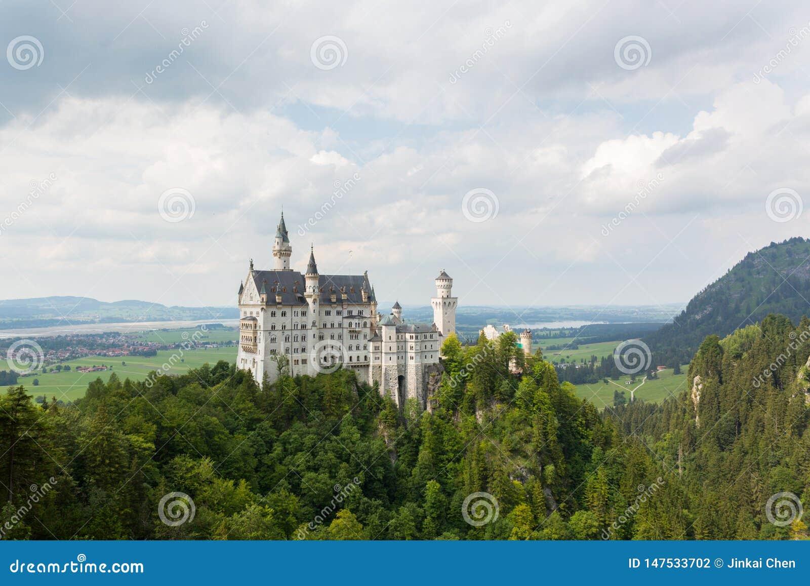 Neuschwanstein slott från Marien Bridge