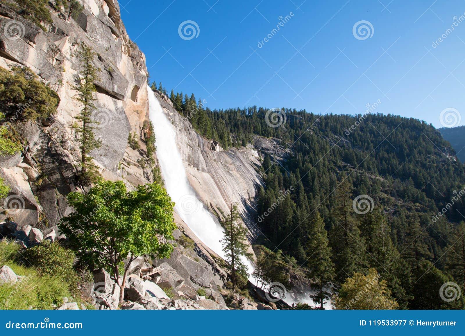 Nevada Falls op de Mistsleep/John Muir Trail in het Nationale Park van Yosemite in Californië de V.S.