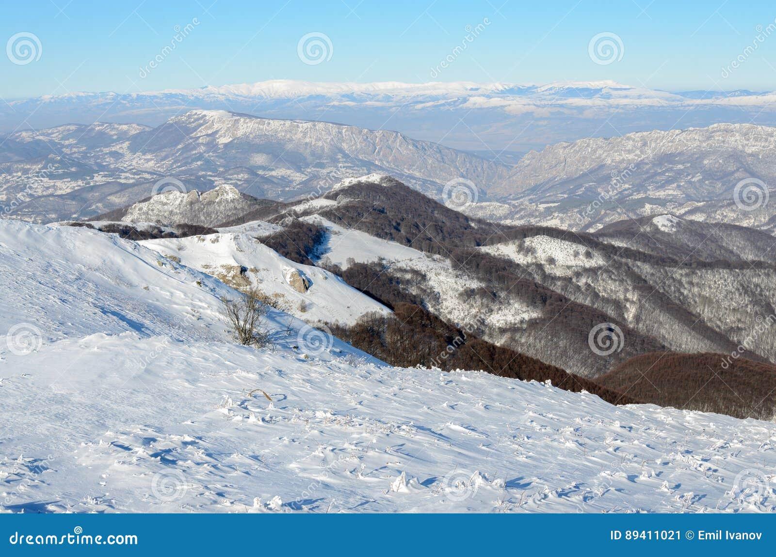A neve cobriu montes