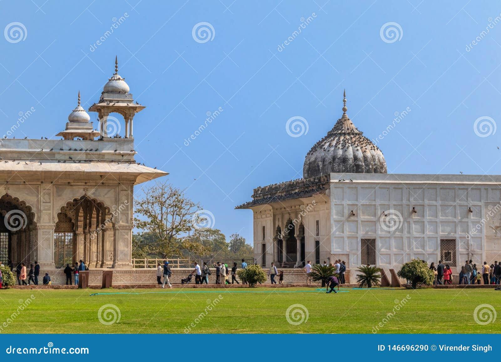 New Delhi India, Luty, - 2019 Turyści spacerują wokoło otomany Mahal Khas i, Czerwony fortu kompleks, Delhi, India