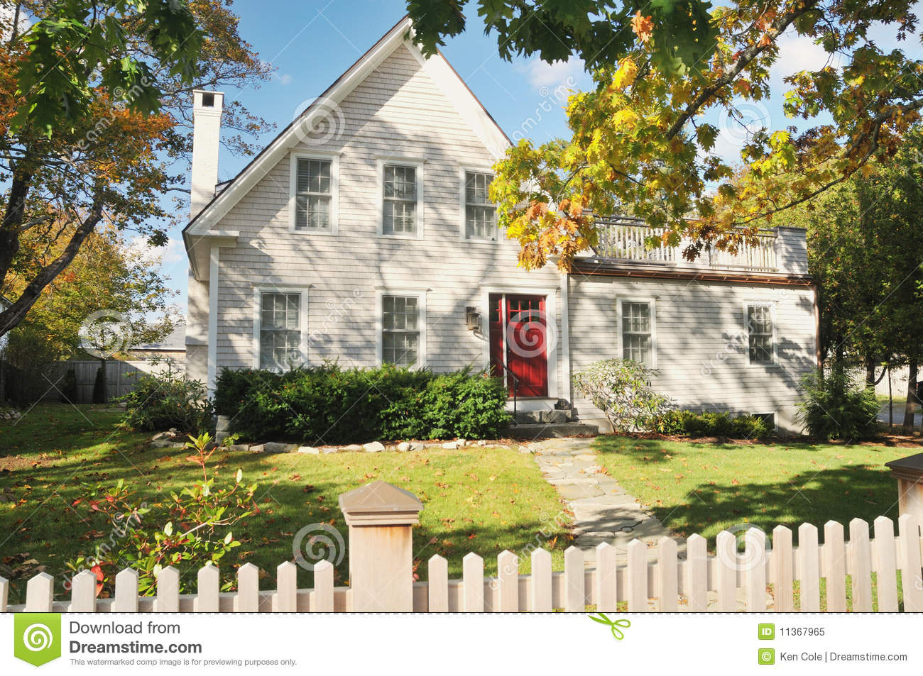 New england house in autumn stock image image 11367965 for Home in new england