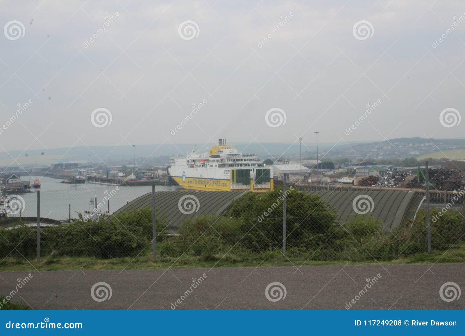 New Haven aan Dieppe-veerboot in de haven van New Haven
