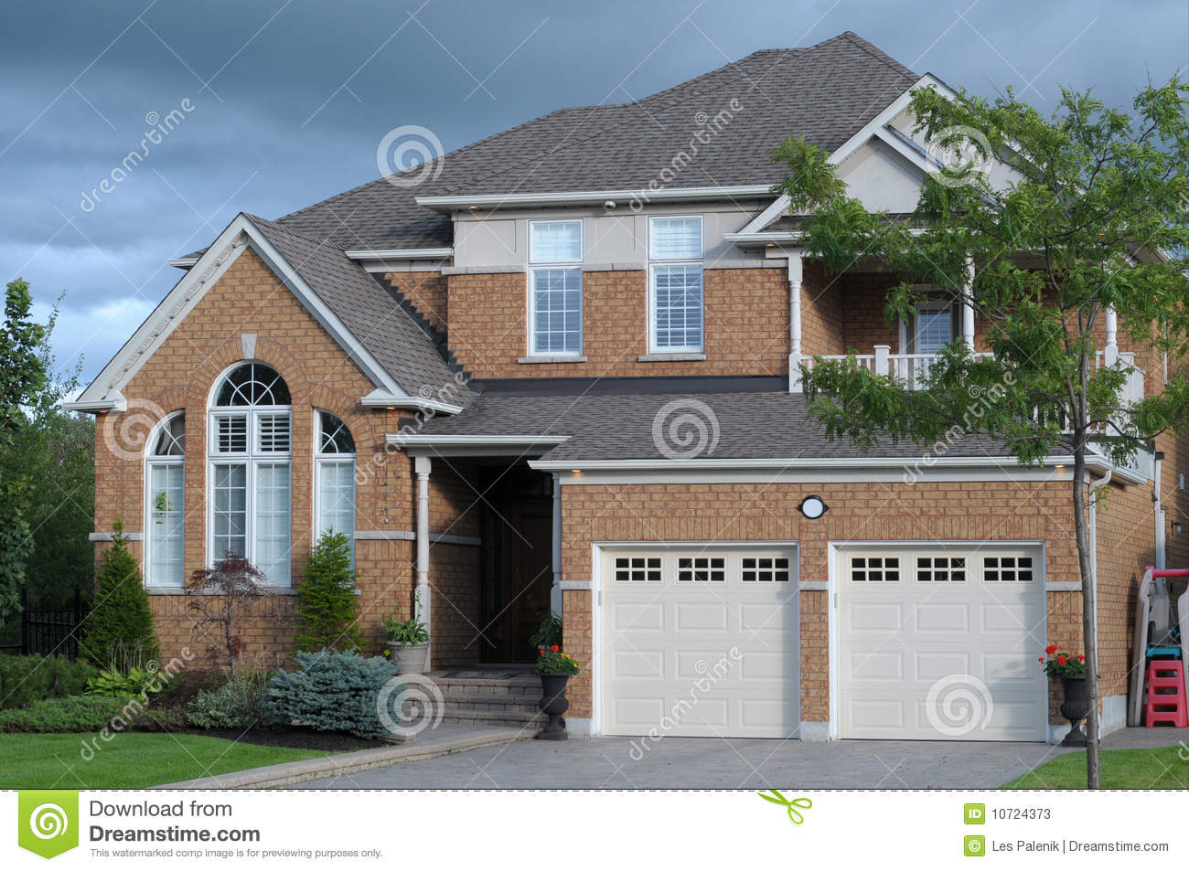 New House With A Double Garage Stock Photos