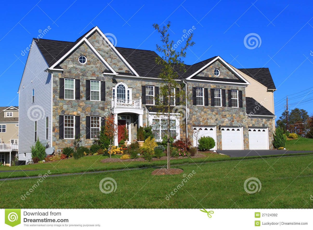 New house with three car garage stock photo image 27124392 for 3 car garage homes