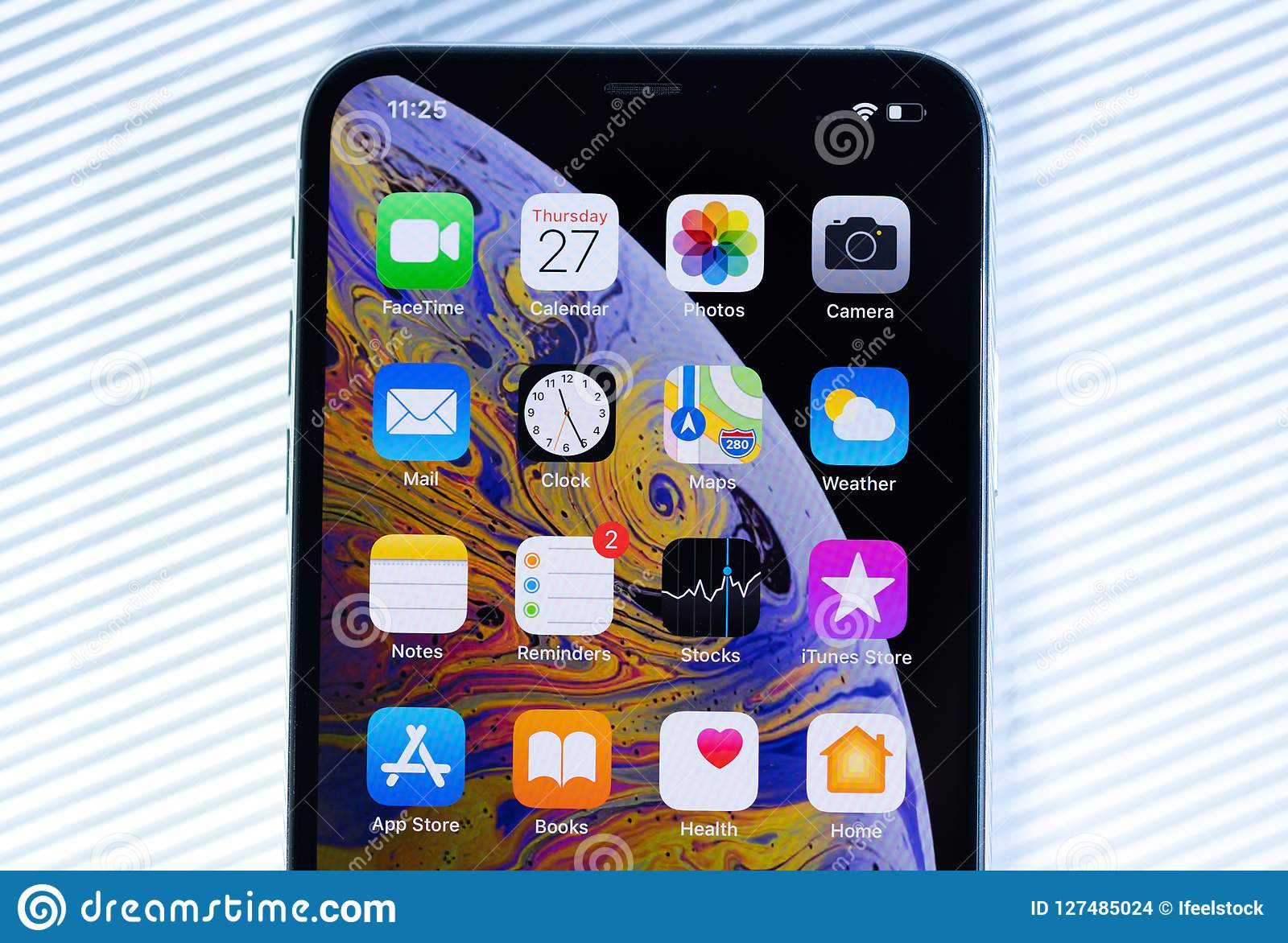 close out apps on iphone xs max