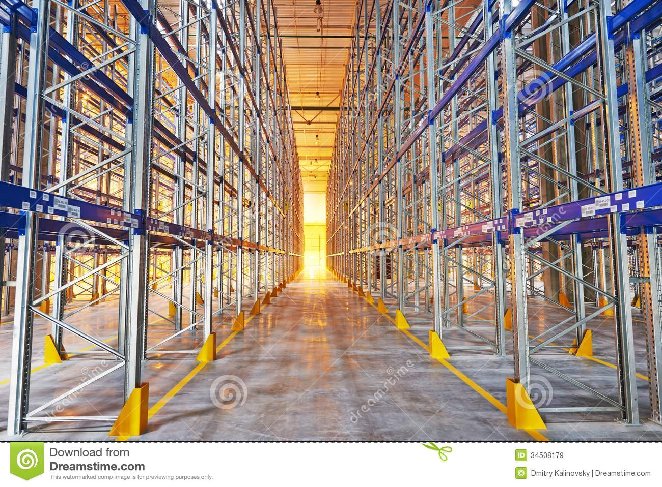 New Modern Warehouse Rack Royalty Free Stock Images