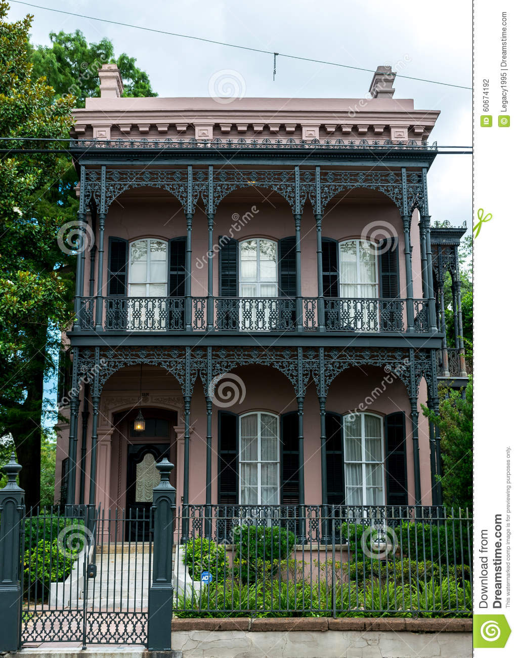 New orleans garden district architecture editorial for Classic house french kiss