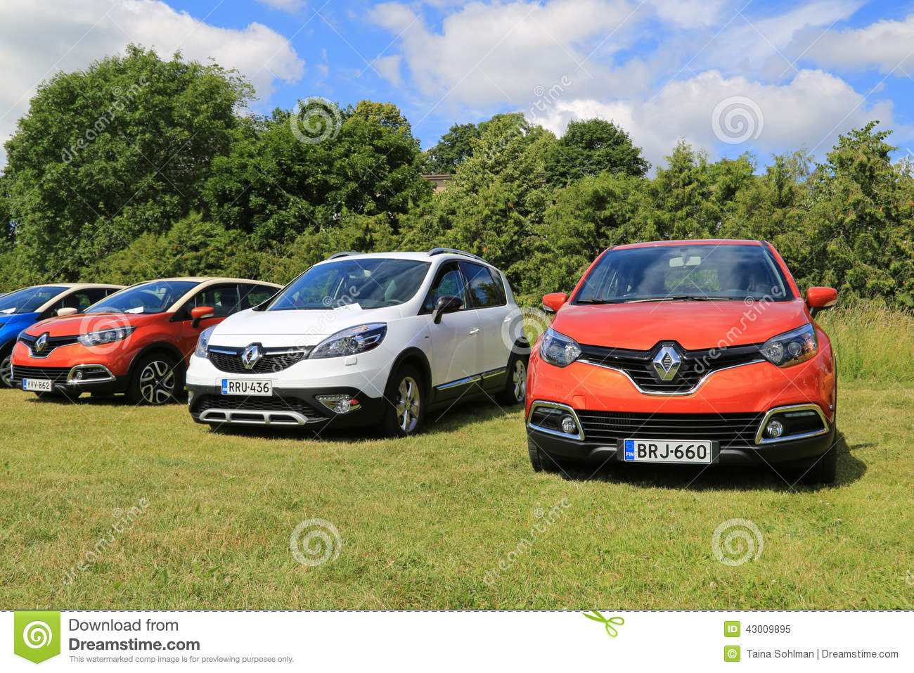 new renault captur and scenic xmod cars on display. Black Bedroom Furniture Sets. Home Design Ideas