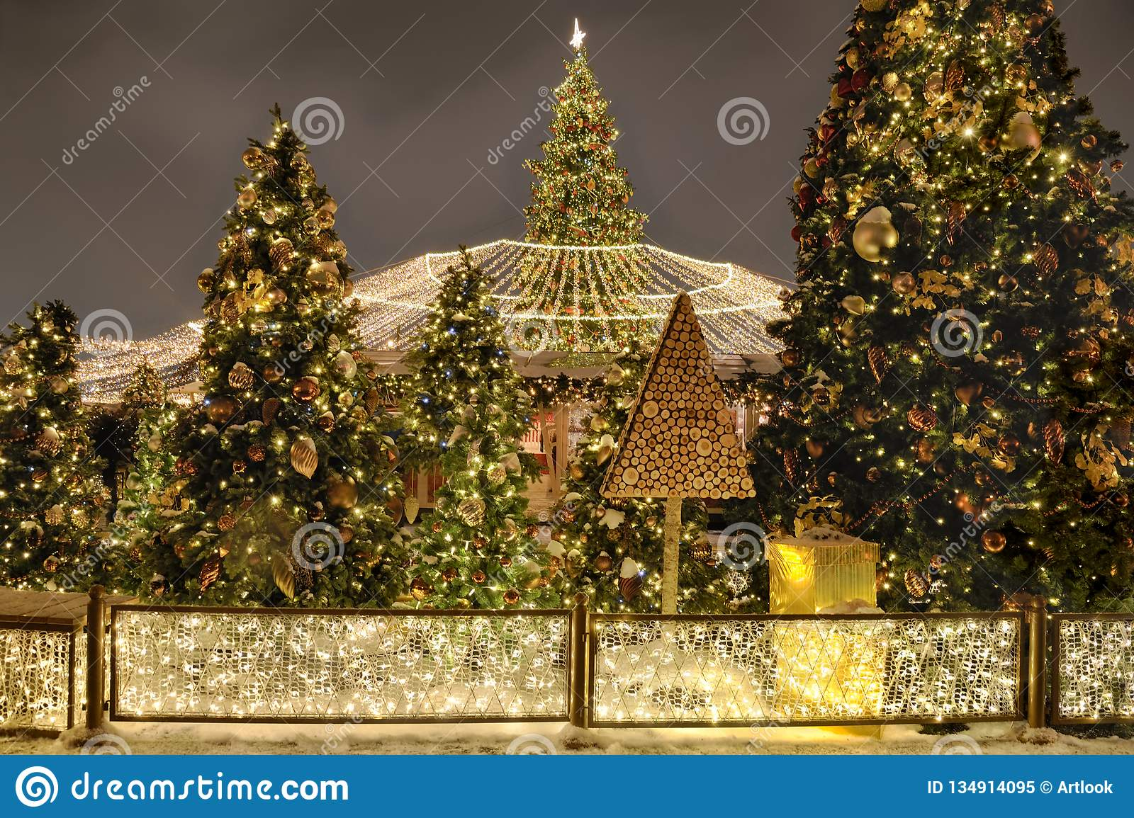 new-year-trees-canopy-lights -manezhnaya-square-night-moscow-russia-christmas-festive-decorations-upcoming-134914095.jpg & New Year Trees With Canopy Of Lights At Manezhnaya Square At Night ...