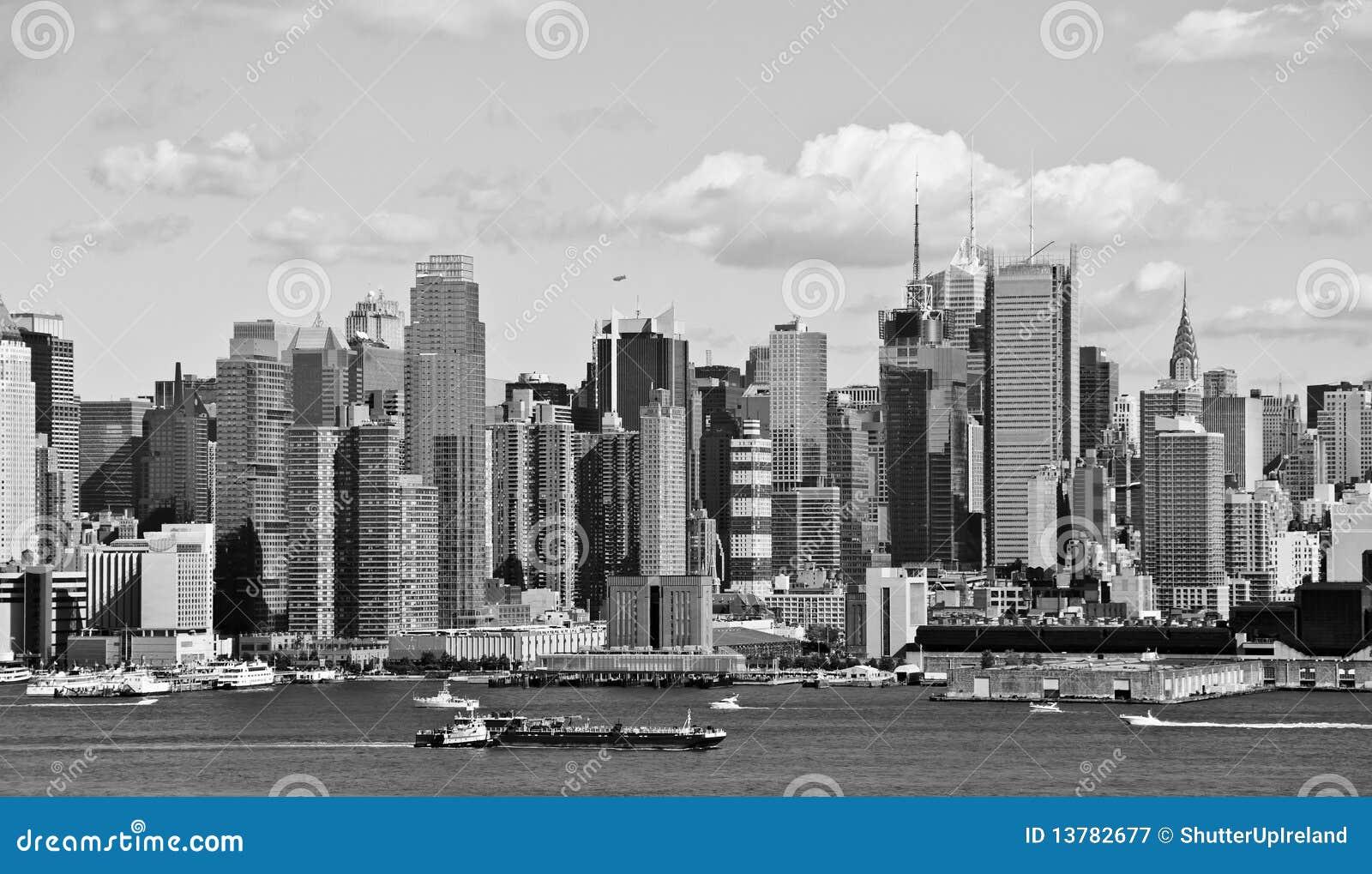 New york city b w skyline over hudson river stock image for B b new york centro