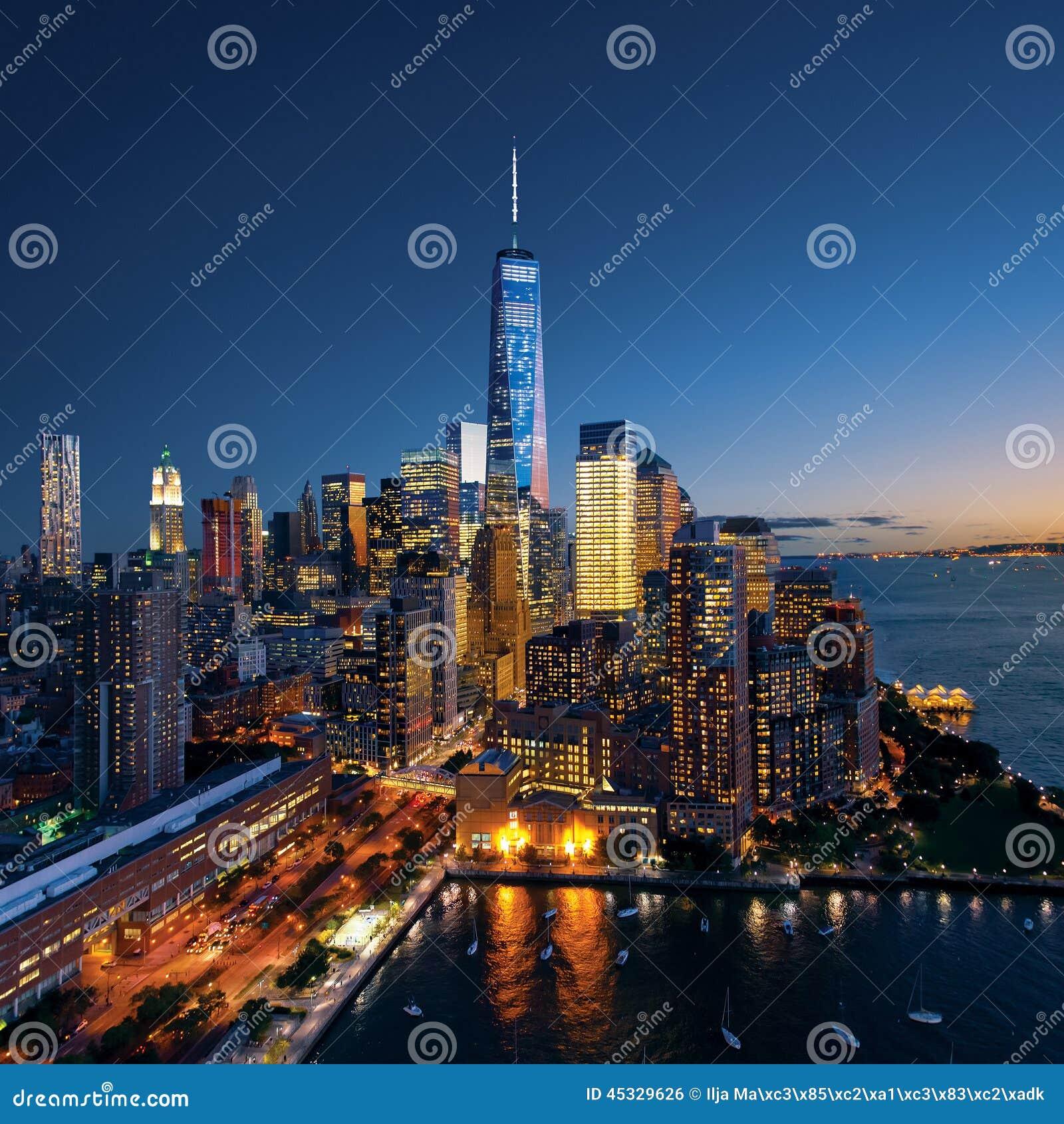 New York City - beau coucher du soleil coloré au-dessus de Manhattan