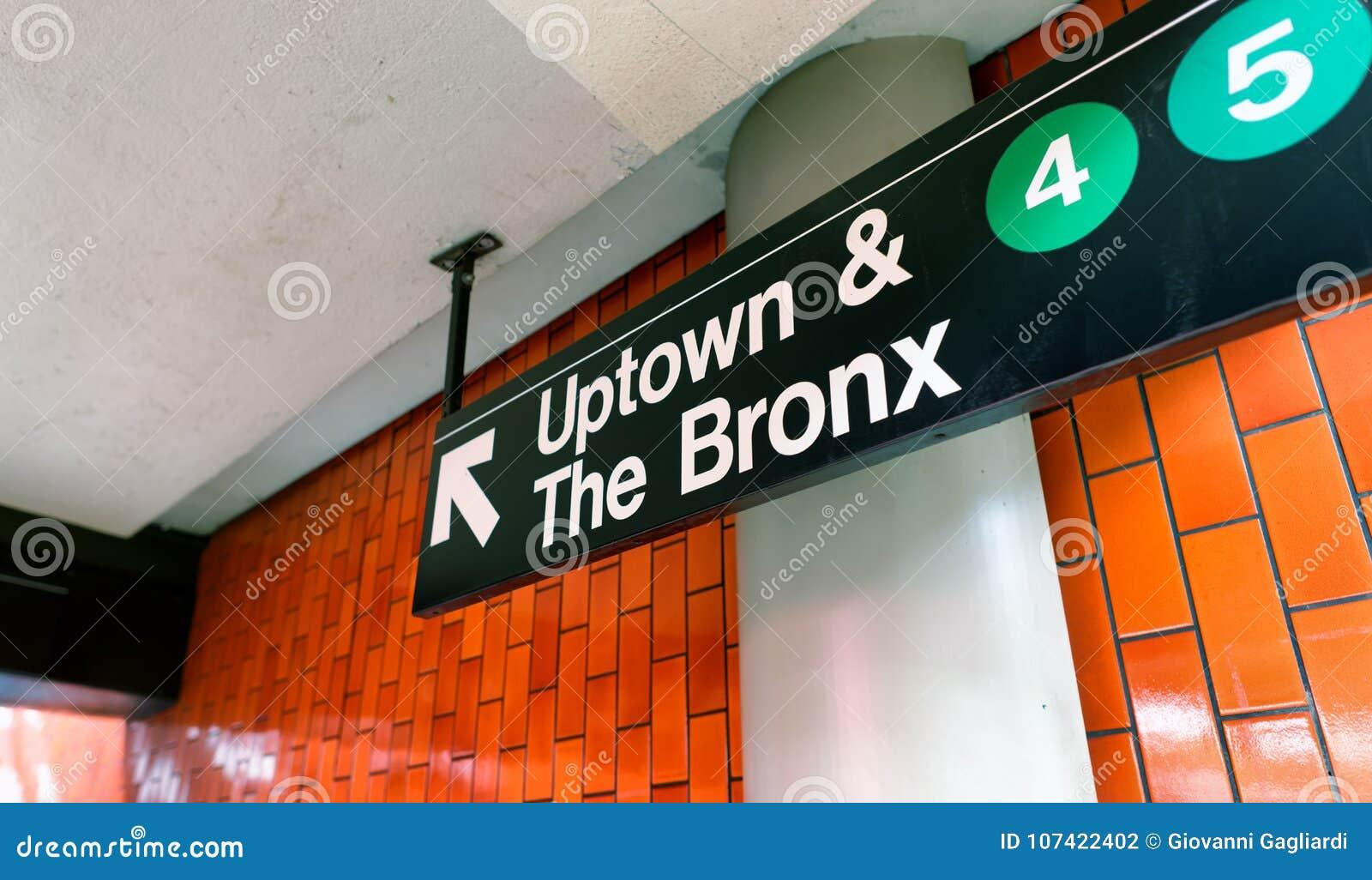 NEW YORK CITY - 8. JUNI 2013: Im Norden und das Bronx-Stationszeichen