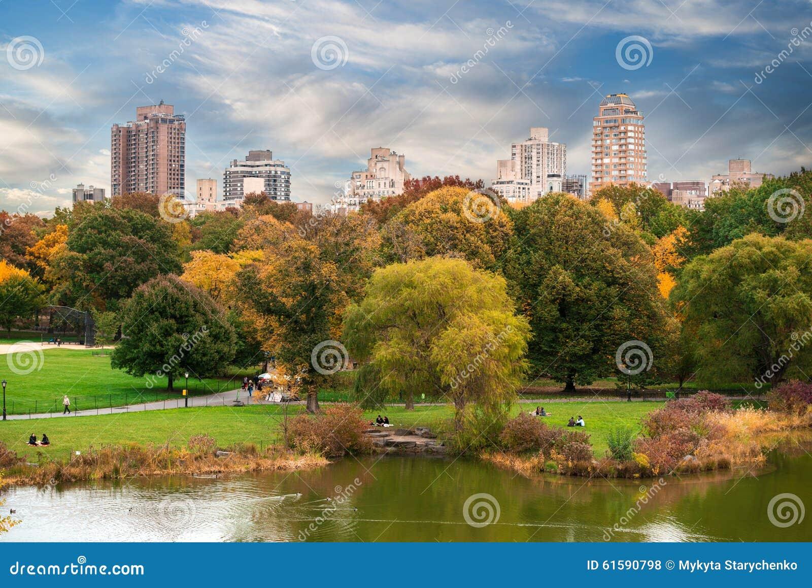 New york city manhattan central park panorama with autumn lake