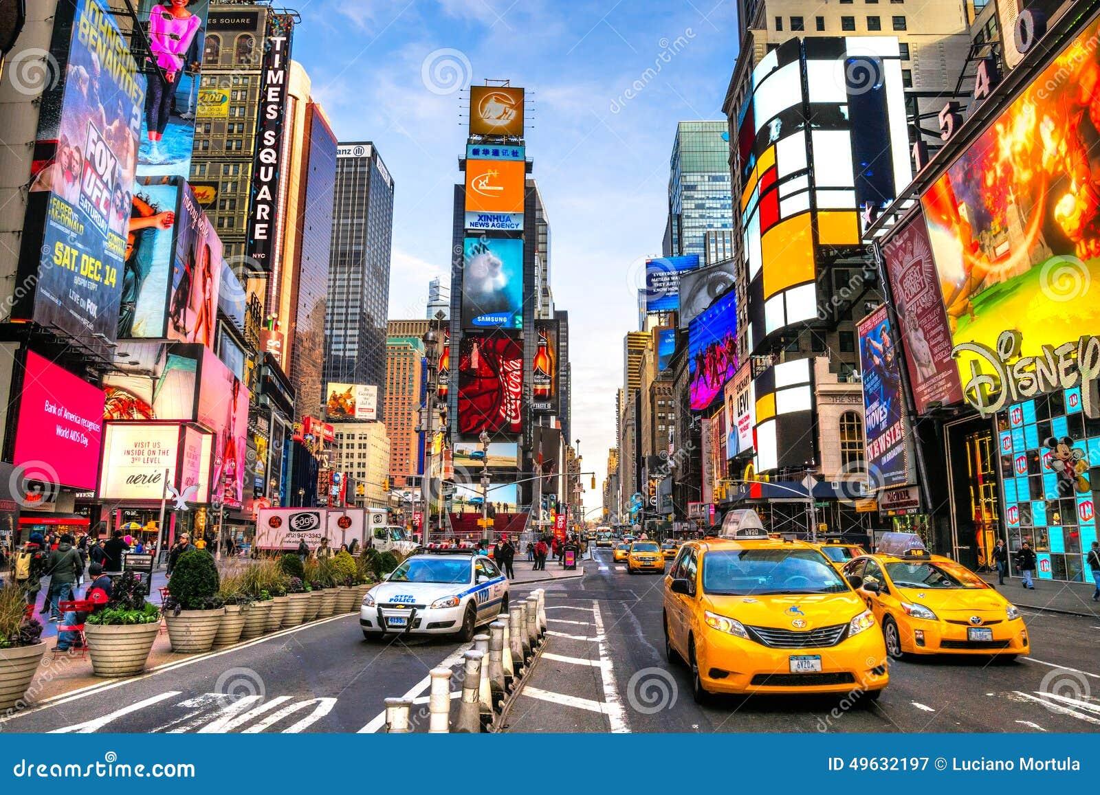 NEW YORK CITY - 25 MARS : Times Square, décrit avec du Th de Broadway