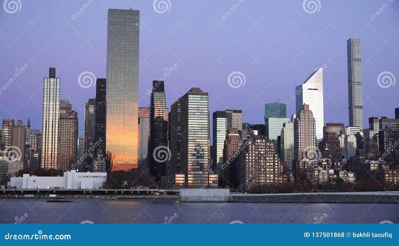 New York City midtown Manhattan sunset skyline panoramic view over Hudson