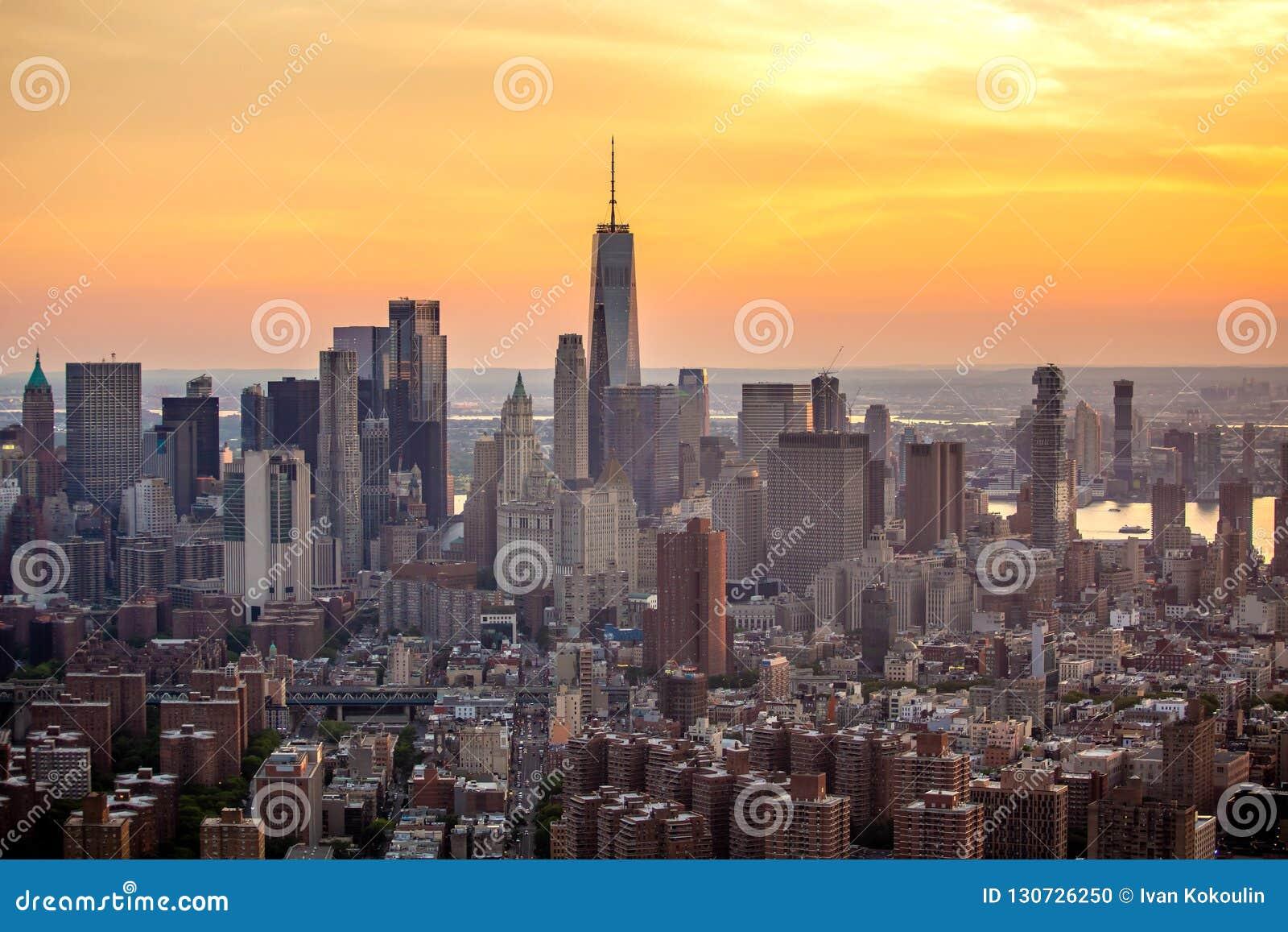 New York City na opinião aérea do por do sol