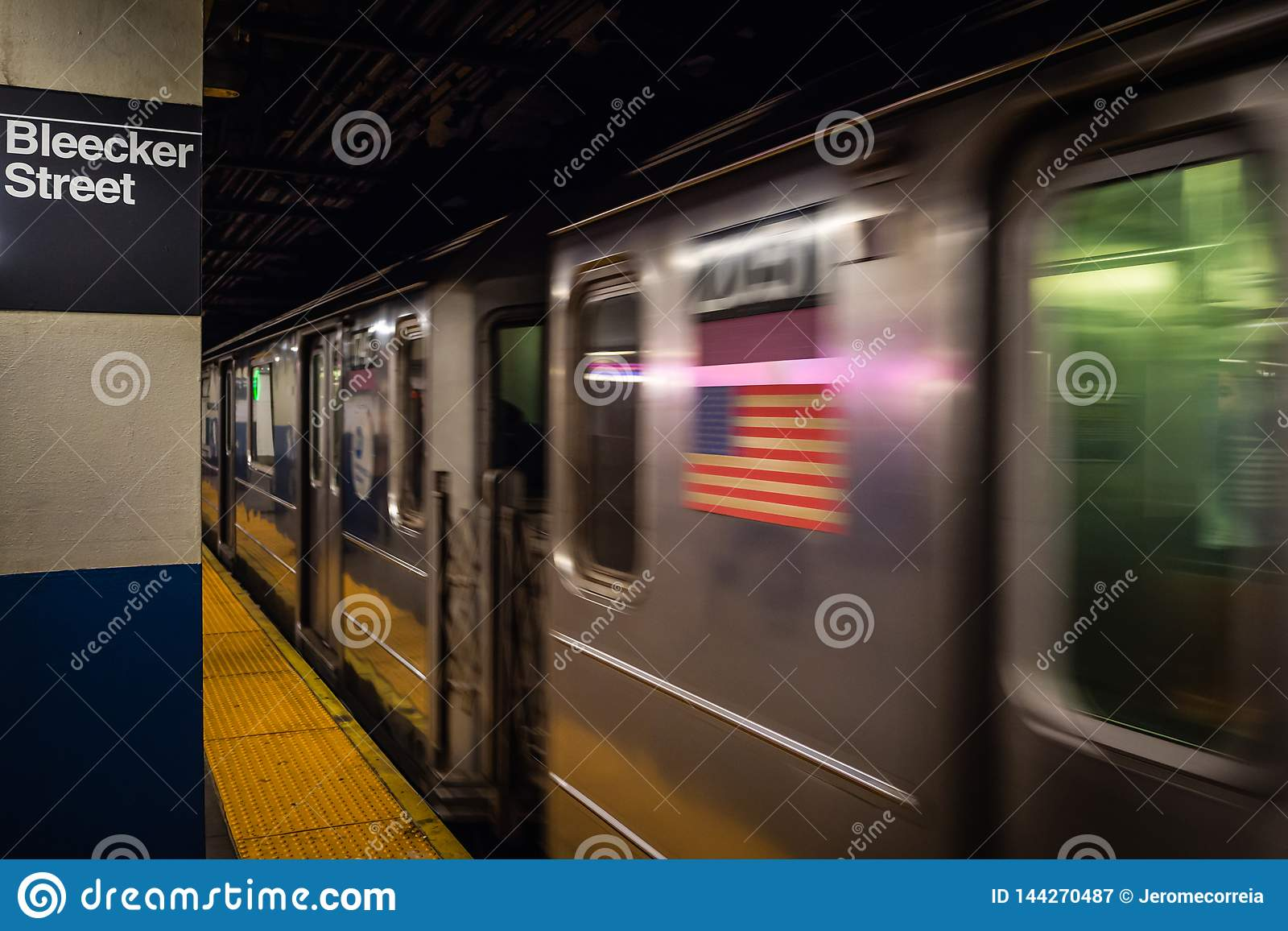 New York City, USA - 23. FEBRUAR 2018: Die U-Bahnstation in der Bleecker-Straßenstation in NYC