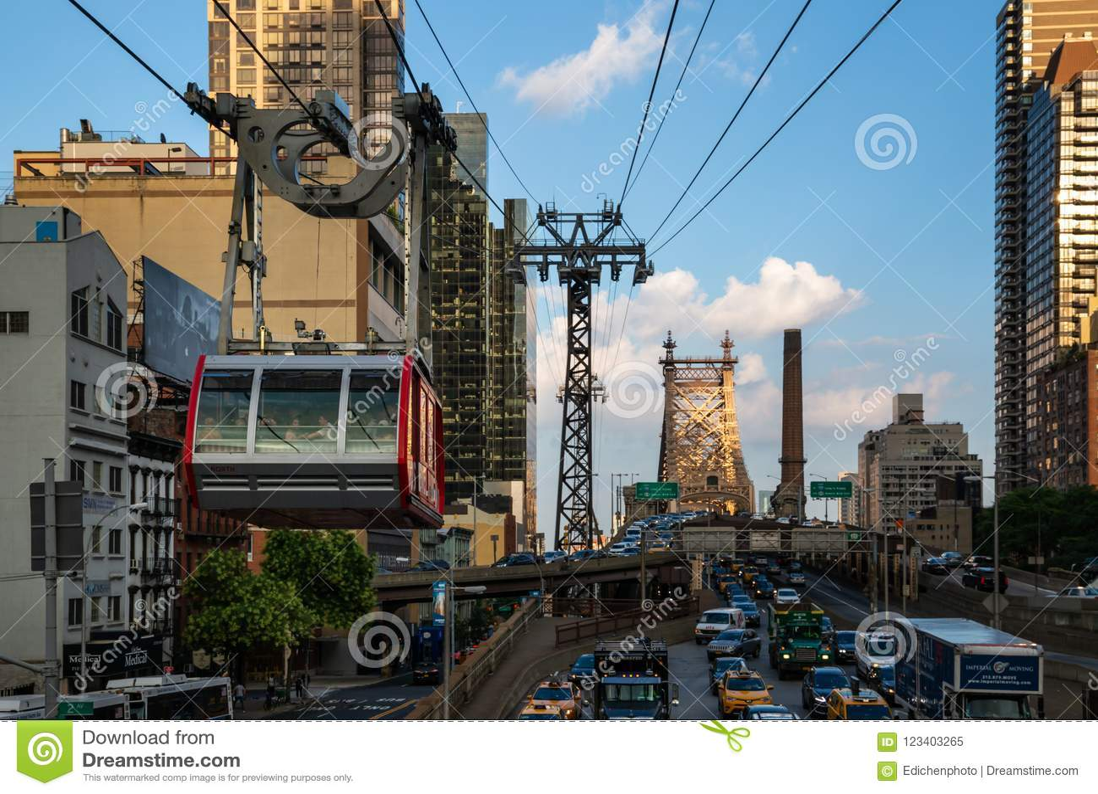 New York City/USA - JULI 27 2018: Roosevelt Island Tramway på den 59th gatamidtownen Manhattan New York City