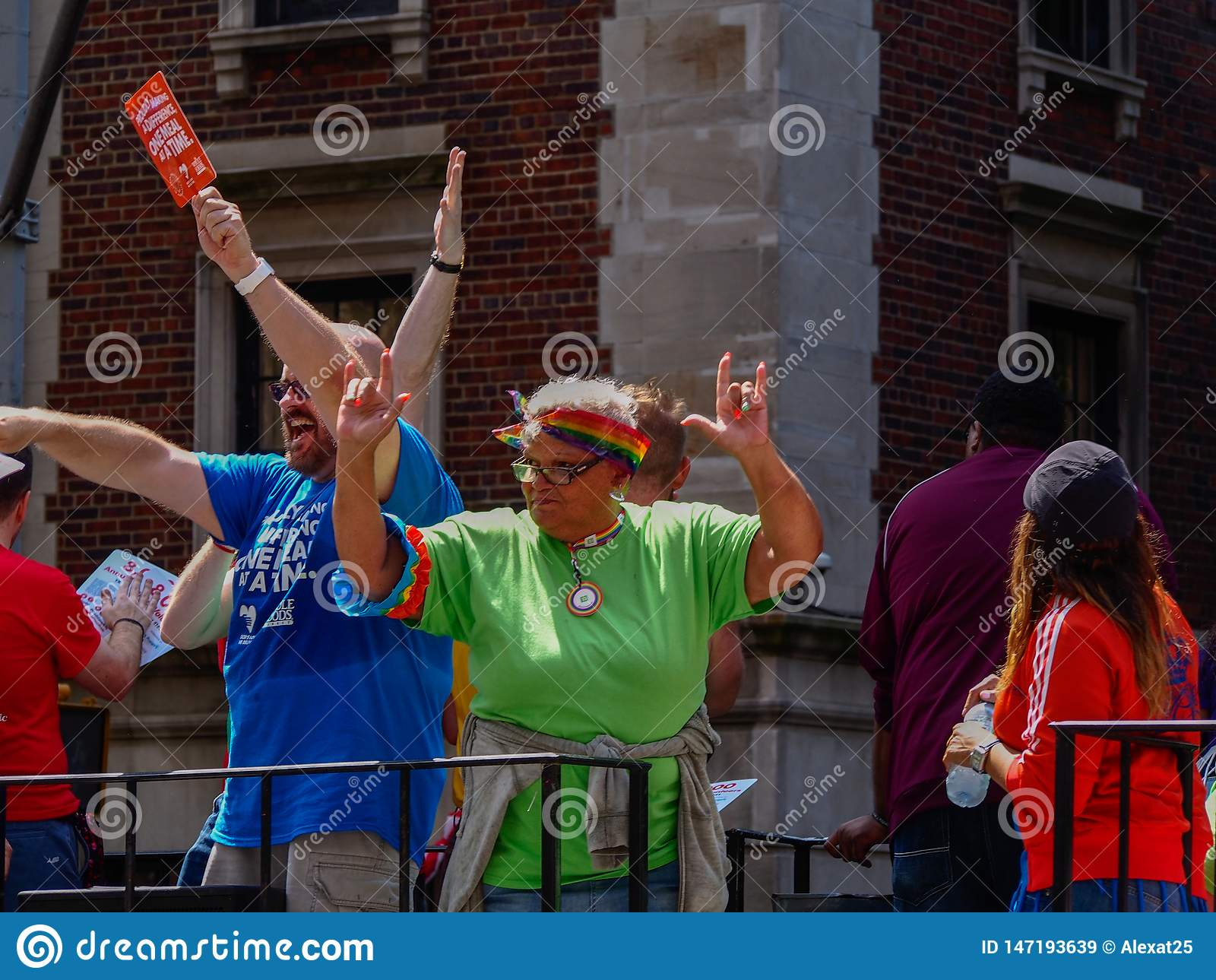 New York, Estados Unidos - pessoa na parada alegre de New York